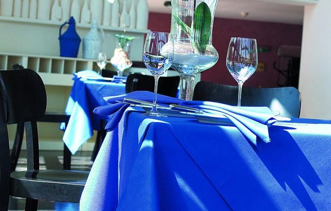 pflegeleichte Tischdecke Avant im Angebot